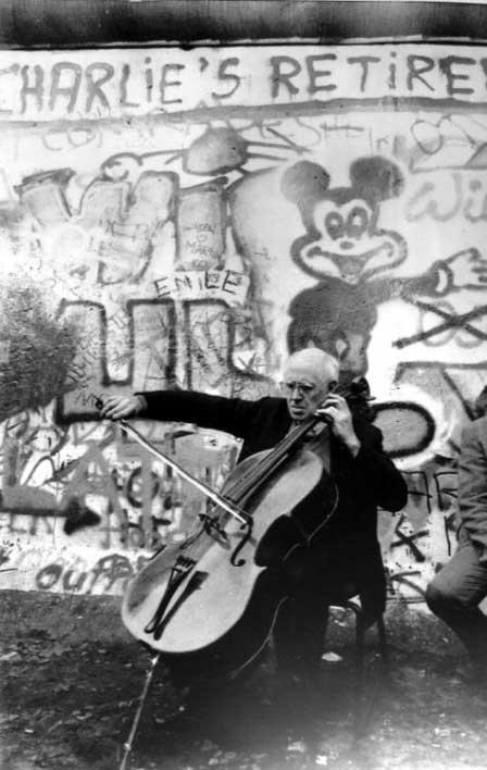 Mstislav Rostropovich at the Berlin Wall, November 12, 1989