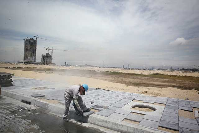 Construction work on Eko Atlantic, an urban-development project on the southwestern end of Lagos's Victoria Island section, which will host corporate offices, beach resorts, and housing for as many as 400,000 people. (HAMILTON/REA/Redux)