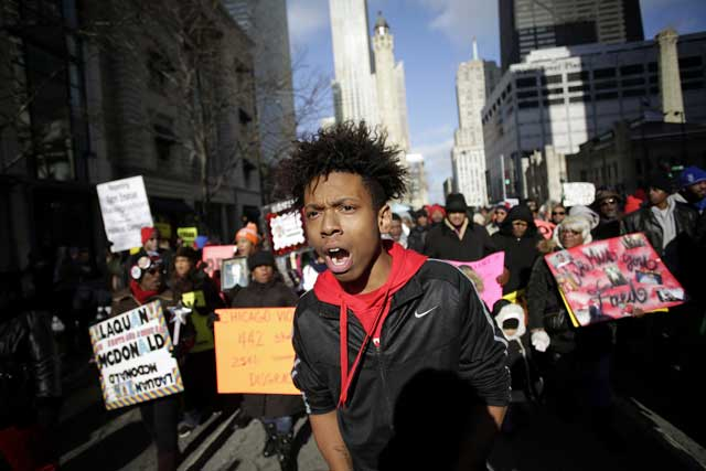 A protest against recent police shootings, including that of laquan mcdonald, on michigan avenue (JOSHUA LOTT/THE WASHINGTON POST/GETTY IMAGES)