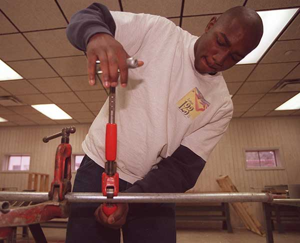 Scott County has made a good start on retraining workers to help them find jobs while offering inducements to attract employers. (MARK CORNELISON/KRT/NEWSCOM)