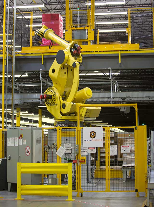 A fulfillment center at Amazon, which has massively increased its use of robots over the last year (© MARJORIE KAMYS COTERA / DAEMMRICH PHOTOS / THE IMAGE WORKS)