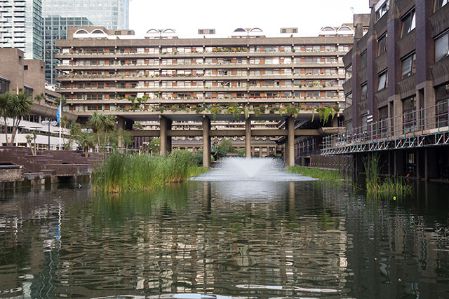 "Perhaps the most visually engaging Brutalist complex in Britain is the Barbican, a 40-acre ""bankers' commune."" (F. FAWCITT UK PHOTOGRAPHY/ALAMY STOCK PHOTO)"