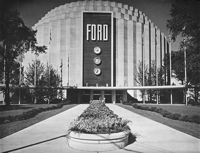The Ford Rotunda in Dearborn, Michigan, in the 1930s (KEYSTONE/HULTON ARCHIVE/GETTY IMAGES)