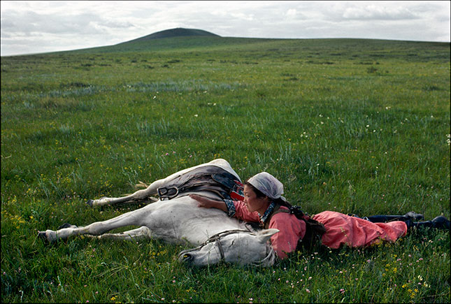 Inner Mongolia: horse training for the militia, 1979 (© EVE ARNOLD/MAGNUM PHOTOS)