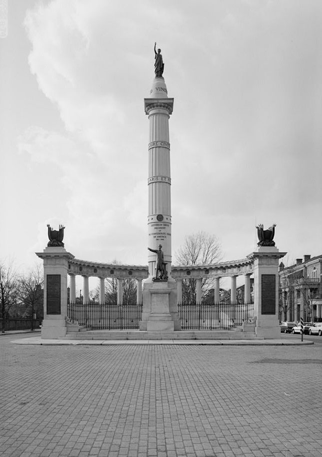 A vintage photo of Monument Avenue's Jefferson Davis memorial, erected in 1907 (Library of Congress, Prints and Photographs Division, HABS)