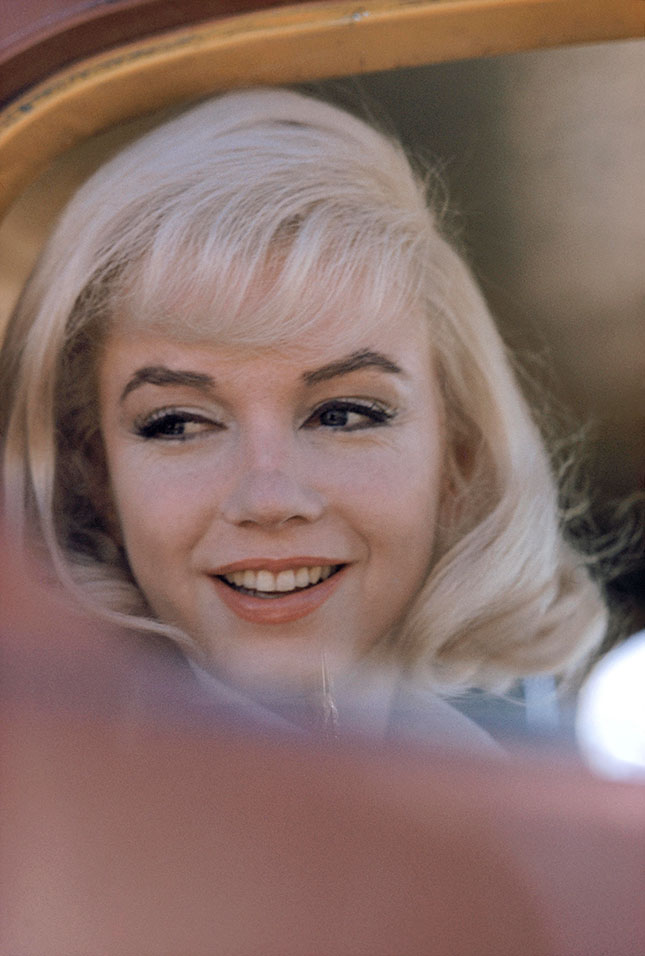 """Marilyn Monroe on the set of """"The Misfits,"""" 1960 (© EVE ARNOLD/MAGNUM PHOTOS)"""