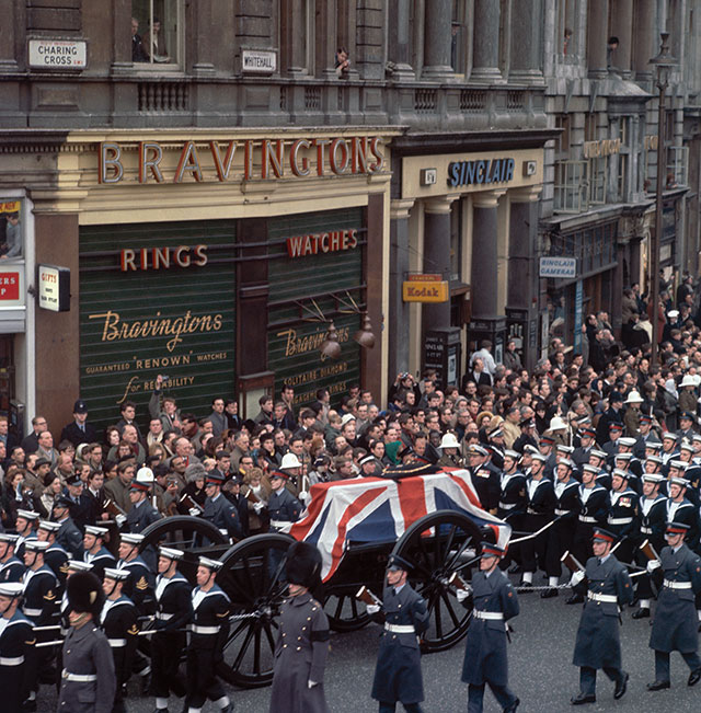 The cortege at the state of Winston Churchill (1874 - 1965), makes its way down Whitehall, London, 30th January 1965. (Photo by Fox Photos/Hulton Archive/Getty Images)