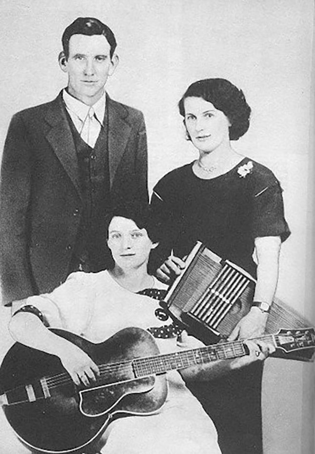 The Carter Family, 1927 (Photo: Public Domain/Wikimedia Commons)