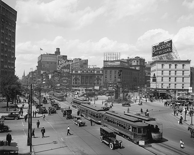 The city once had a robust transit system, including streetcars, which largely disappeared with the rise of the automobile. (CIRCA IMAGES/BRIDGEMAN IMAGES)