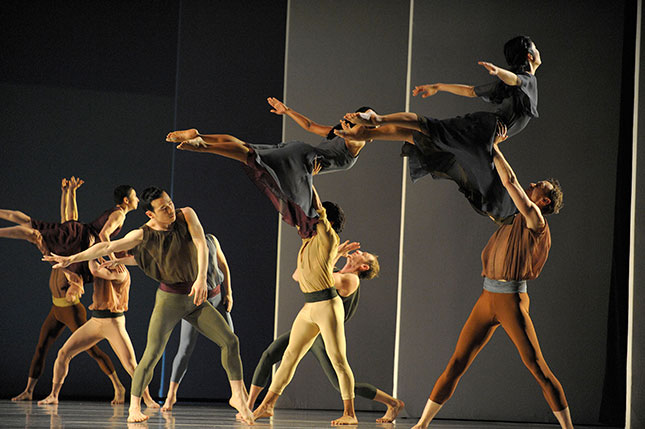 New York performing institutions, like the Mark Morris Dance Group, rely heavily on national tours, which have also been shut down. (GERAINT LEWIS/ALAMY STOCK PHOTO)