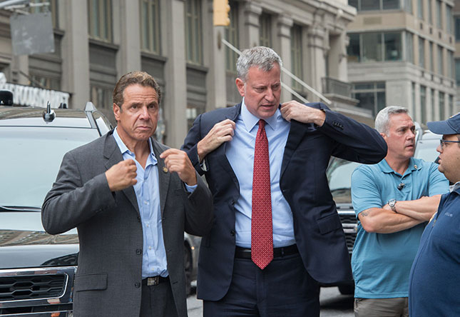 New Yorkers are split on whom to blame for transit troubles—Governor Andrew Cuomo or Gotham mayor Bill de Blasio. (BRYAN R. SMITH/AFP/GETTY IMAGES)