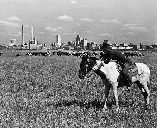 A view from the outskirts of Dallas in 1945 (GRANGER)