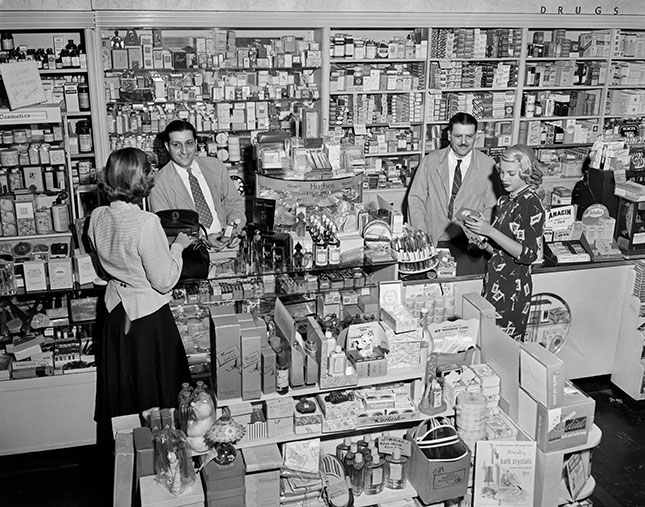 Consumers have benefited from technology in many industries, but they still buy their drugs the way they did decades ago—through their local pharmacies. (CLASSICSTOCK/ALAMY STOCK PHOTO)