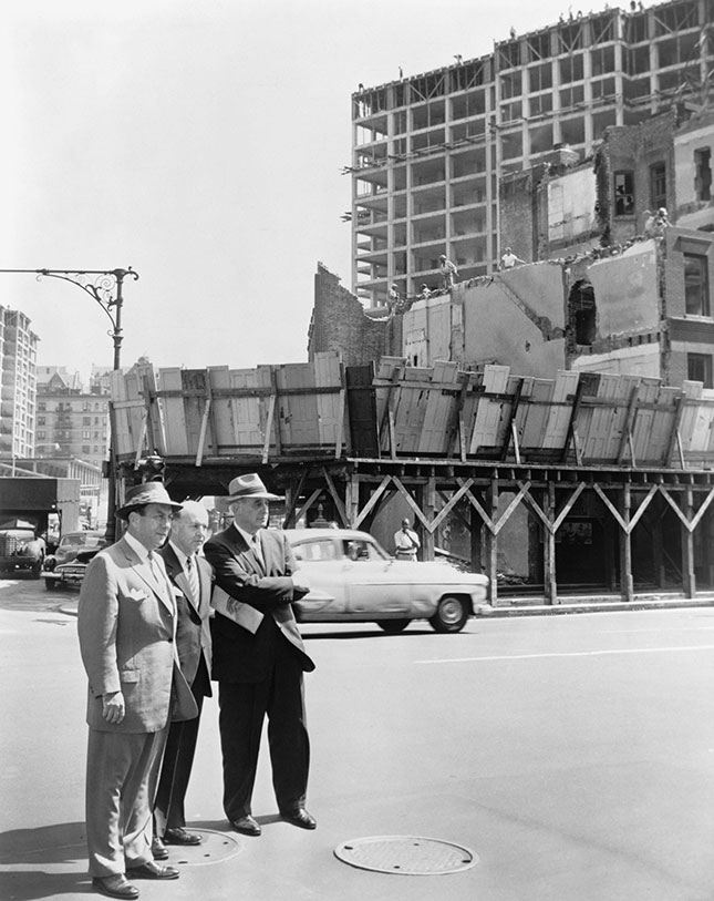 A political deal forged by Mayor Robert Wagner (left), shown here with Robert Moses (right) and housing official Frank Meistrell, led to the 1961 Zoning Resolution, which constrained housing development in the outer boroughs. (EVERETT COLLECTION HISTORICAL/ALAMY STOCK PHOTO)
