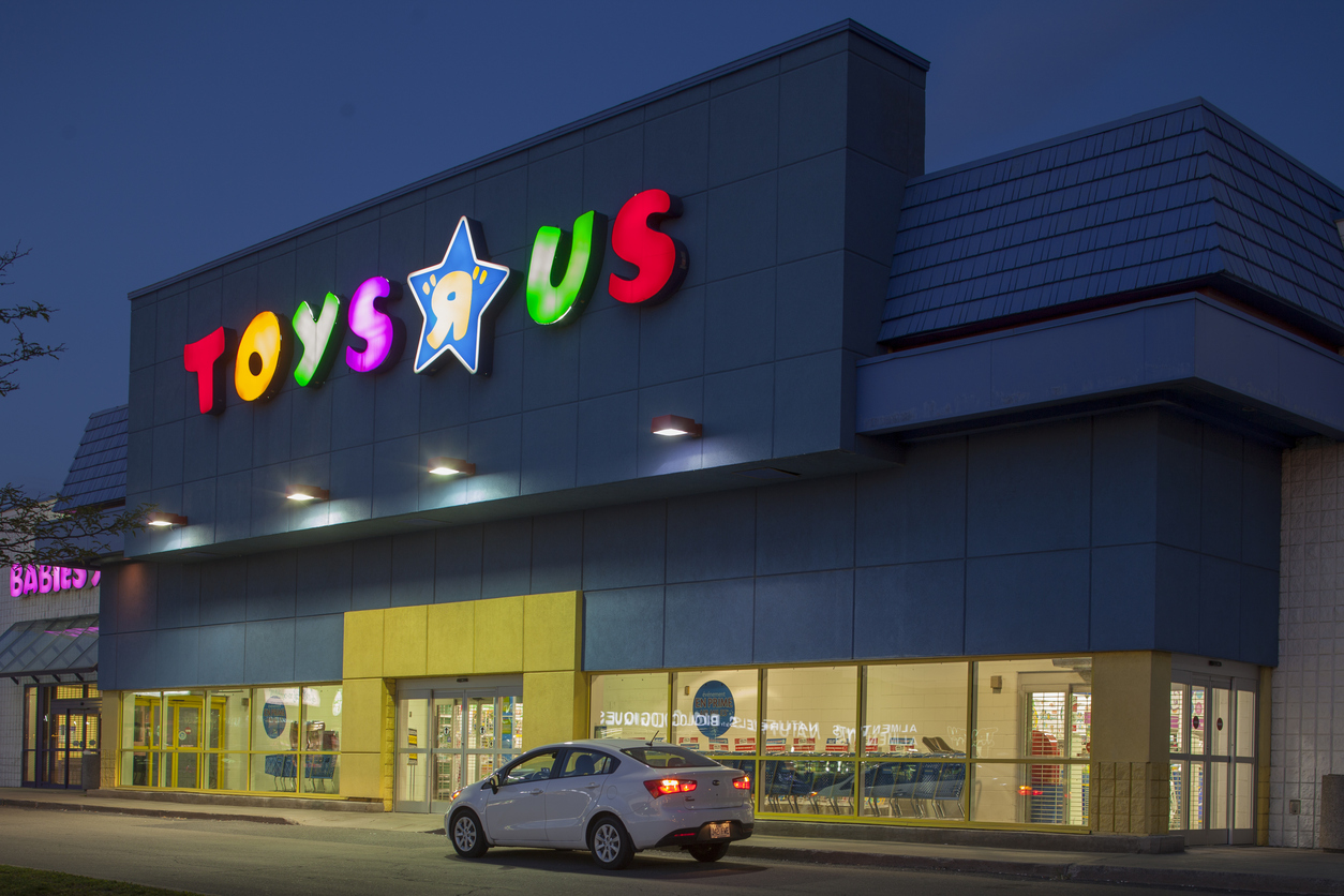 Walmart & Target Set To Gain After Toys R Us Closes